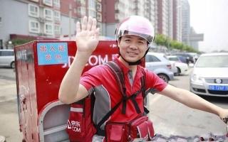 看那些年刘强东晒过的照片,一眼就懂他的为人